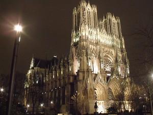 Cathedrale-Notre-Dame-de-Reims-la-nuit.JPG